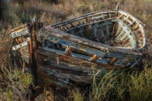 abandoned-ship-2441463_1280